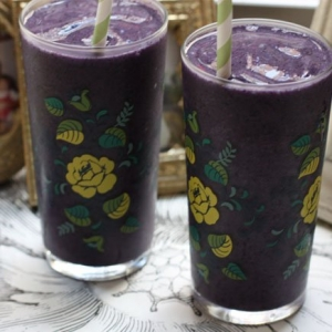 berry-almond-smoothie